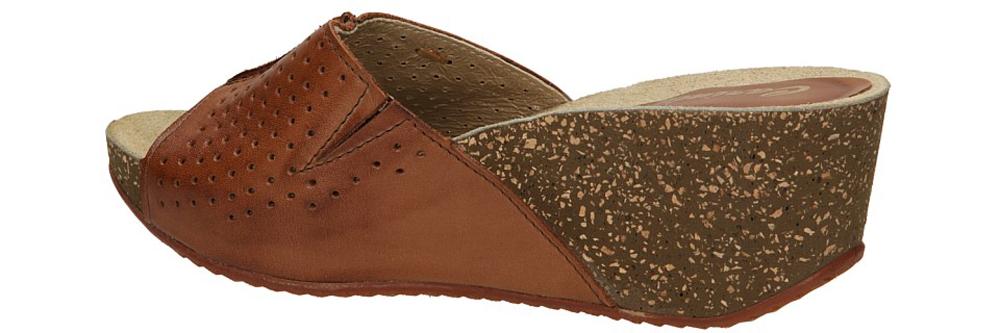 KLAPKI CARINII B1841 kolor jasny brązowy