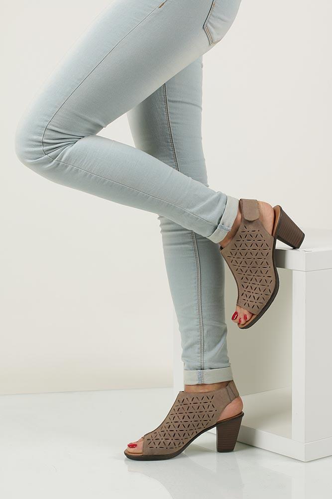 Damskie Sandały skórzane ażurowe na słupku Rieker 64196 beżowy;;