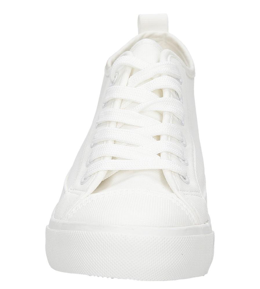 TRAMPKI CASU XJY-2 kolor biały