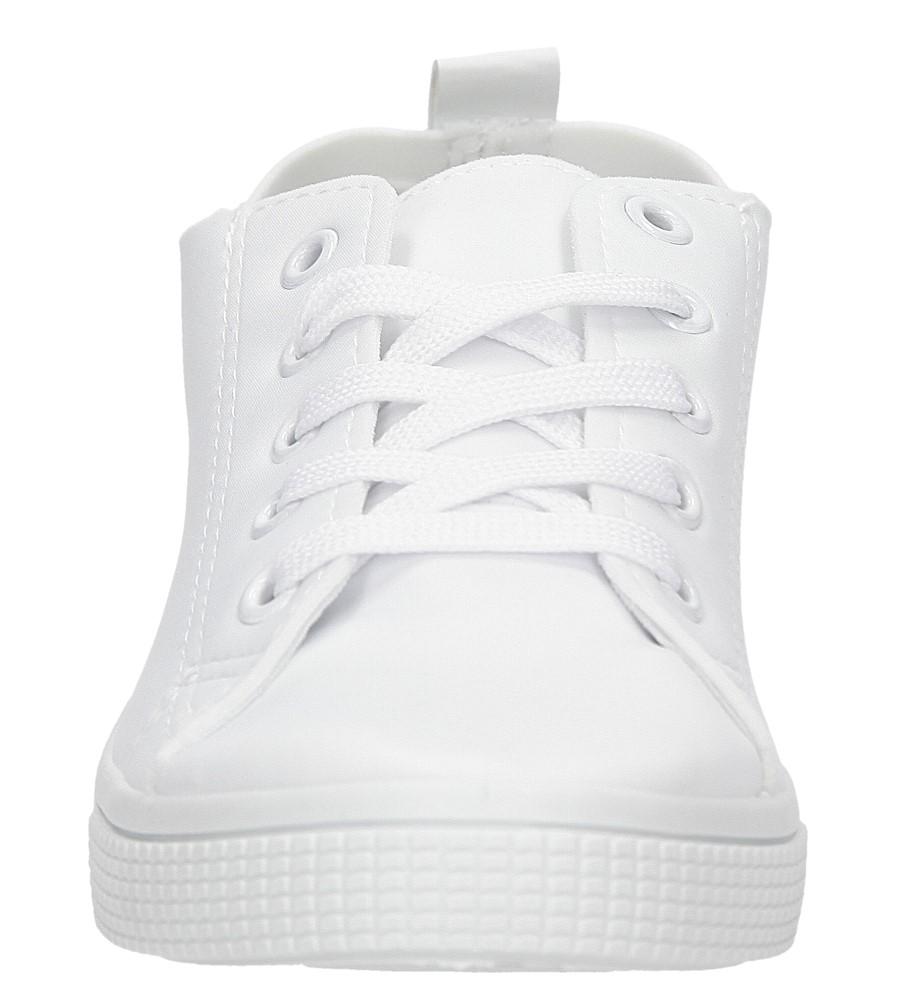 TRAMPKI CASU JX23 kolor biały