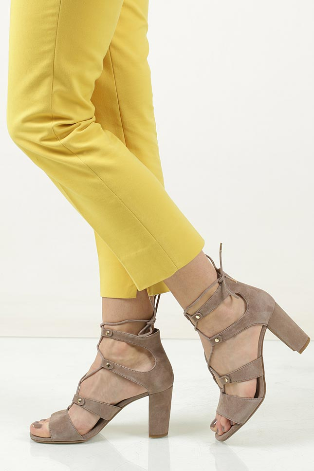 Sandały zamszowe wiązane S.Oliver 5-28334-28