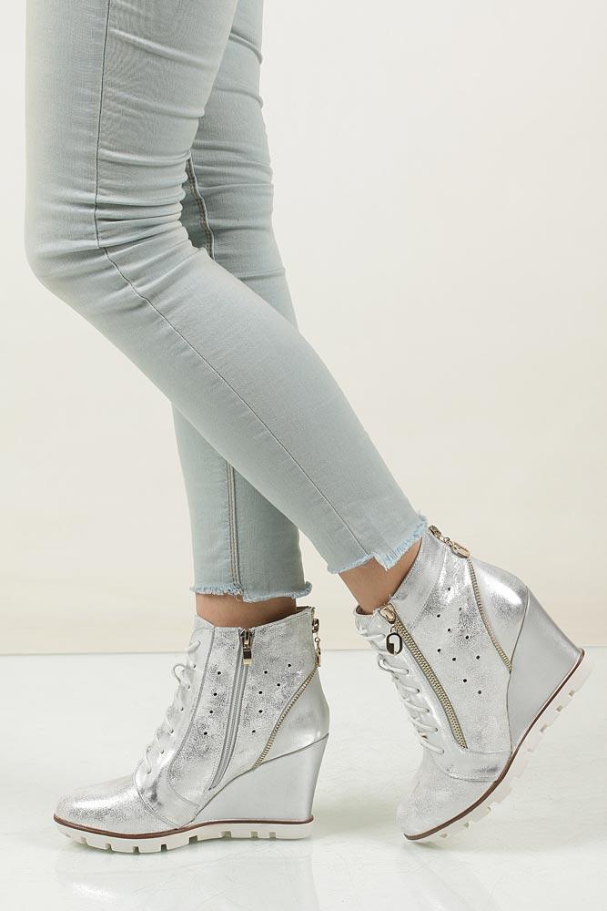 Sneakersy ażurowe na koturnie Jezzi SA25-24