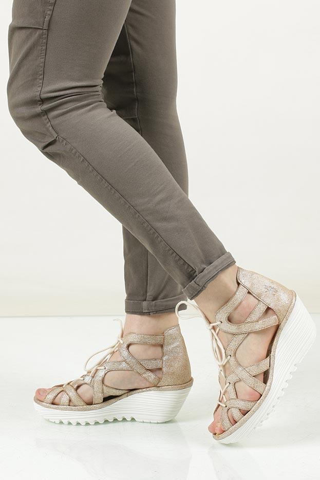 Damskie Sandały skórzane na koturnie Fly London P500719009 beżowy;;