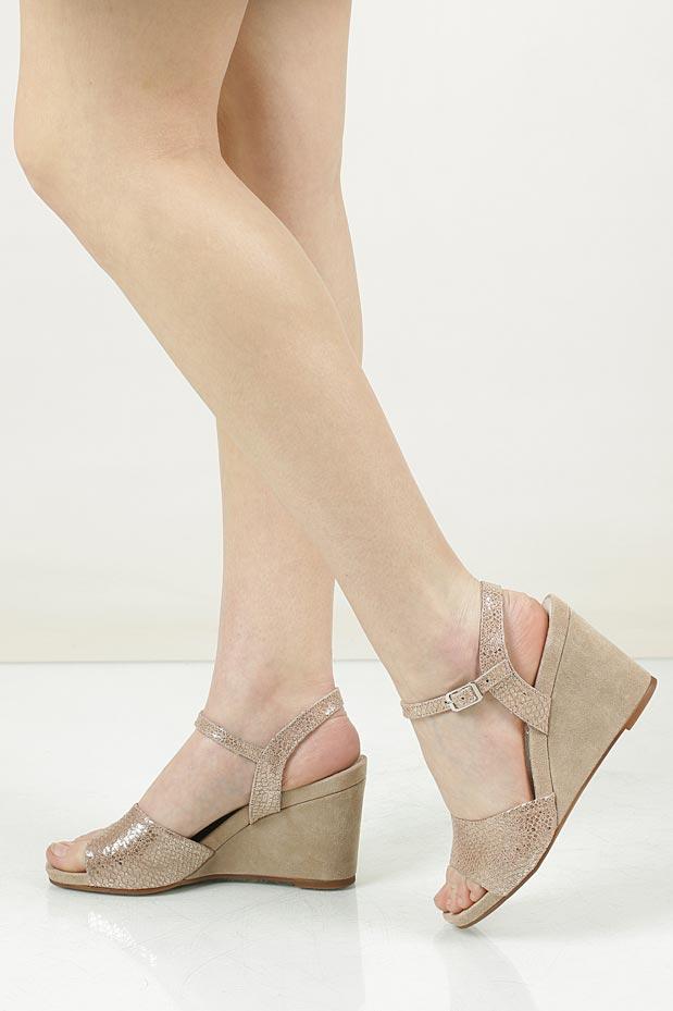Sandały skórzane na koturnie Nessi 17150