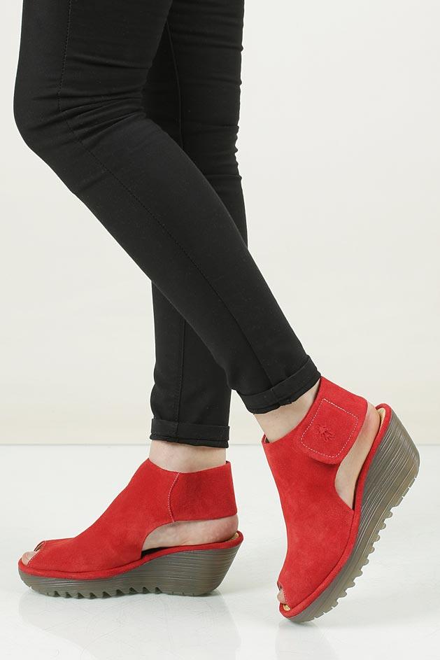 Damskie Sandały zamszowe na koturnie Fly London P500642007 czerwony;;