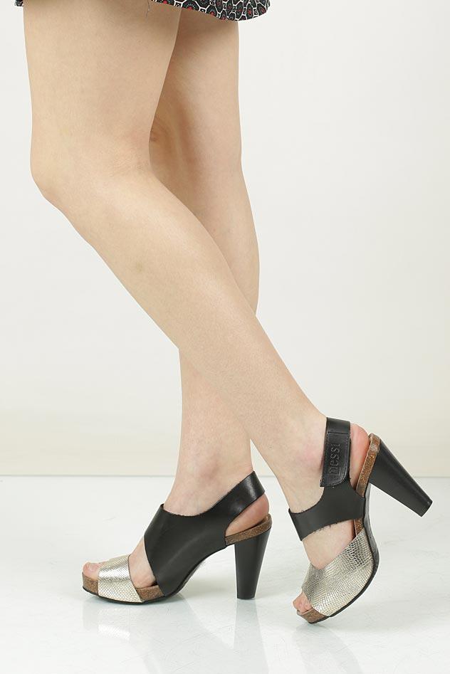 Sandały skórzane na słupku Nessi 42103