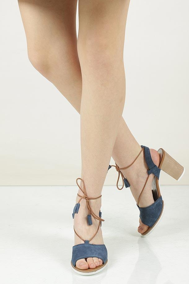 Sandały z zamszu wiązane Marco Tozzi 2-28365-28 wierzch skóra naturalna - zamsz