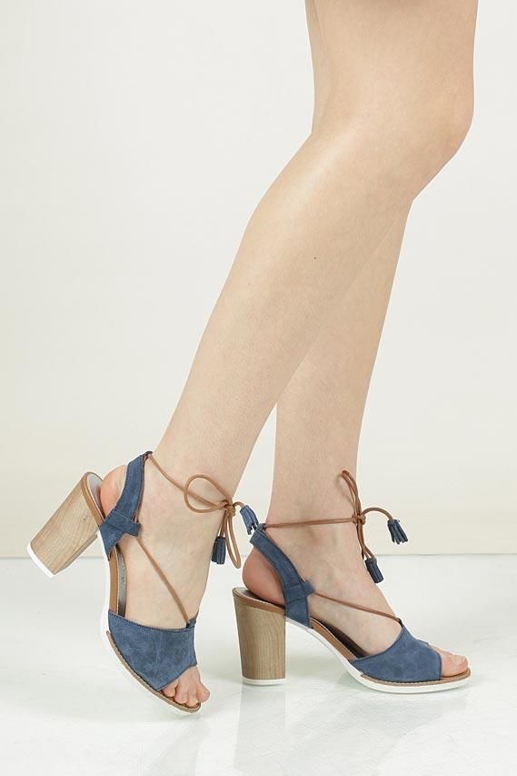 Sandały z zamszu wiązane Marco Tozzi 2-28365-28 wkladka skóra ekologiczna