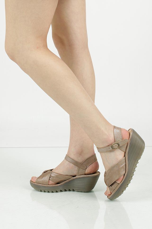 Sandały skórzane na koturnie Fly London P500712014