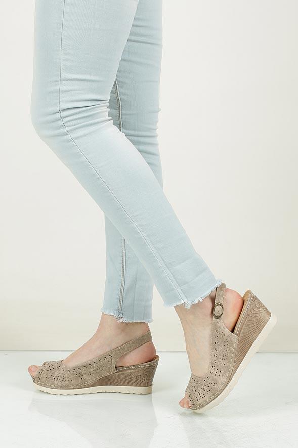 Sandały ażurowe na koturnie Casu 7SNU86245K