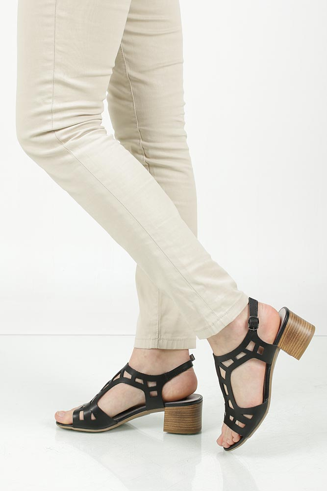 Sandały skórzane ażurowe na słupku Nessi 17155