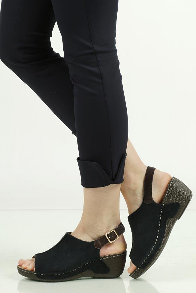 Sandały zamszowe na koturnie Rieker 65660 model 65660-14