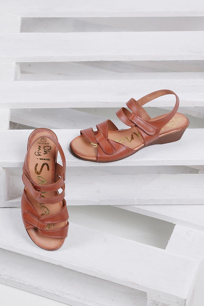 Damskie Sandały skórzane na koturnie Oh My Sandals 3461 brązowy;;