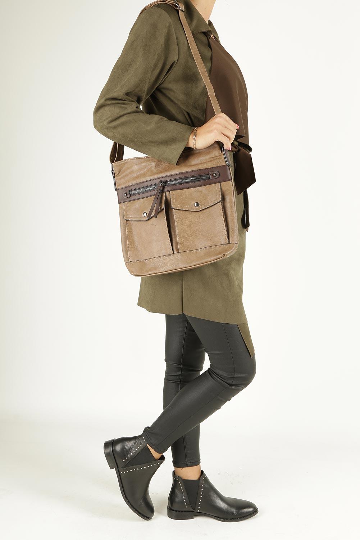 Beżowa torebka listonoszka z kieszonkami z przodu Casu 9725