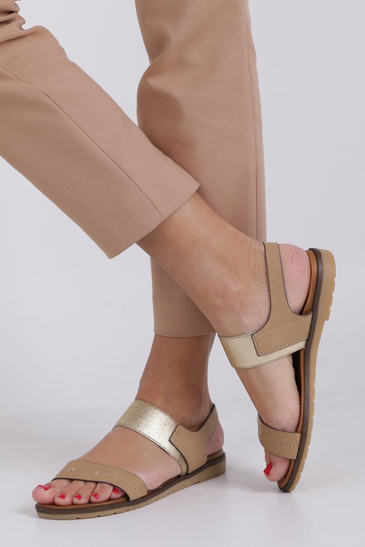 Beżowe lekkie sandały płaskie z błyszczącą gumką Casu K19X7/T producent Casu