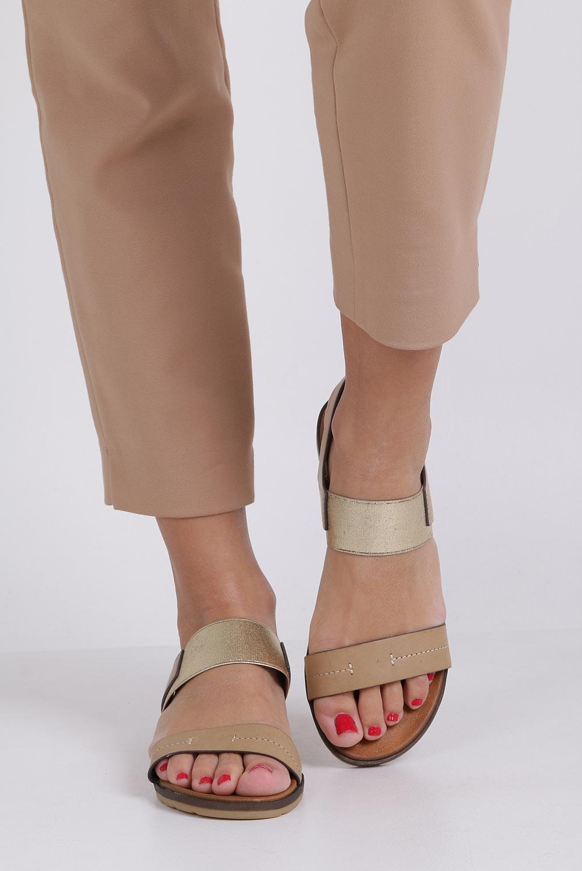 Beżowe lekkie sandały płaskie z błyszczącą gumką Casu K19X7/T wysokosc_obcasa 2.5 cm