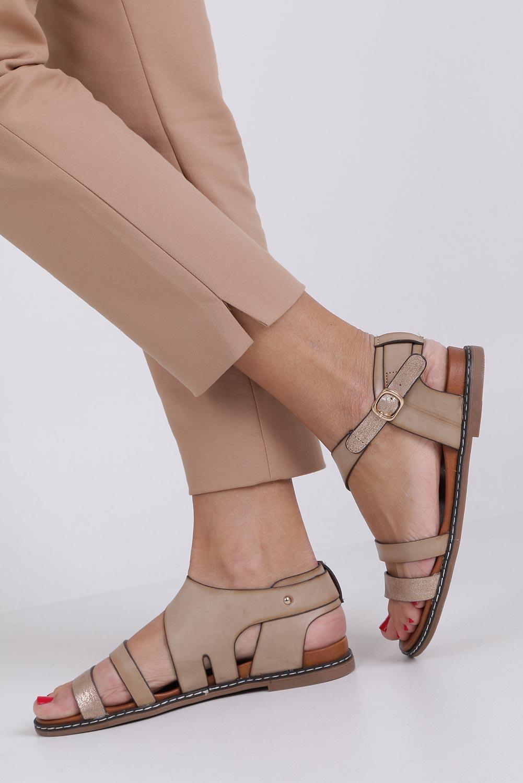 Beżowe lekkie sandały płaskie z błyszczącym paskiem Casu K19X15/T producent Casu