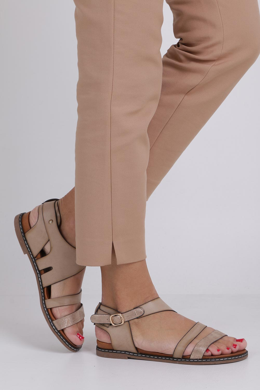 Beżowe lekkie sandały płaskie z błyszczącym paskiem Casu K19X15/T kolor beżowy