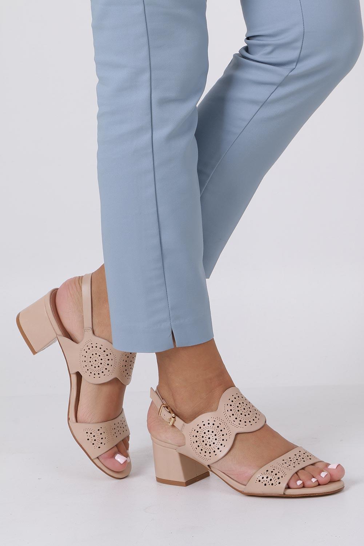 Beżowe sandały ażurowe na niskim obcasie skórzana wkładka Casu R19X4/BE producent Casu