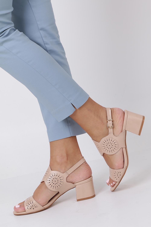 Beżowe sandały ażurowe na niskim obcasie skórzana wkładka Casu R19X4/BE sezon Lato