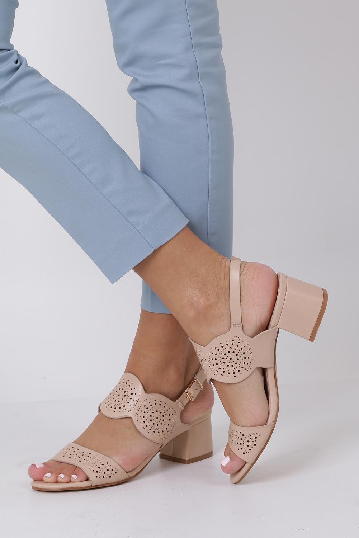 Beżowe sandały ażurowe na niskim obcasie skórzana wkładka Casu R19X4/BE style Ażurowy