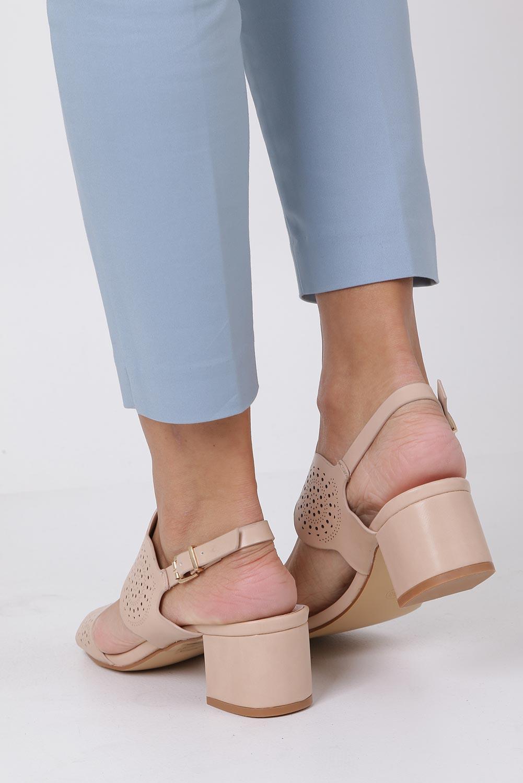 Beżowe sandały ażurowe na niskim obcasie skórzana wkładka Casu R19X4/BE kolor beżowy