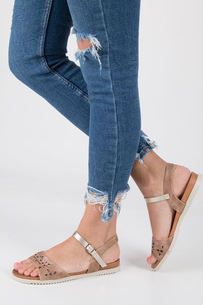 Beżowe sandały ażurowe ze złotym paskiem wokół kostki na białej podeszwie Casu K18X13/BE