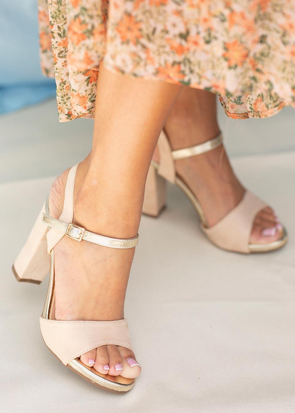 Beżowe sandały Casu na szerokim słupku ER20X1/BE producent Casu