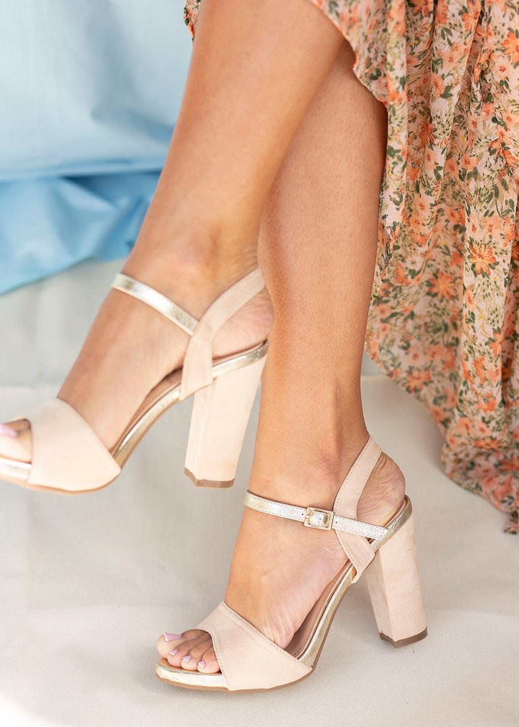 Beżowe sandały Casu na szerokim słupku ER20X1/BE kolor jasny beżowy, złoty