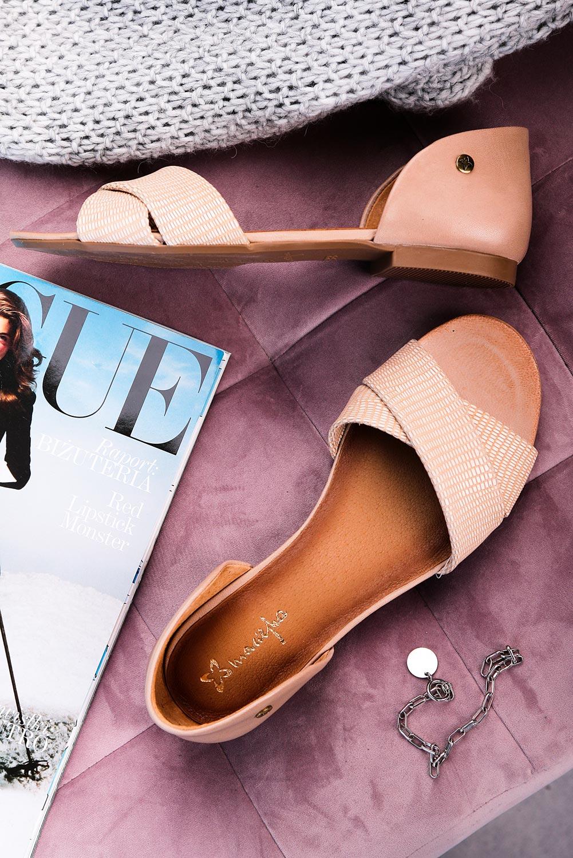 Beżowe sandały Maciejka skórzane z zakrytą piętą paski na krzyż 03615-44/00-5