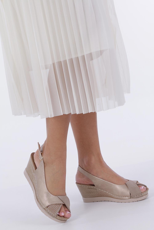 Beżowe sandały na koturnie Casu W19X13/B sezon Lato