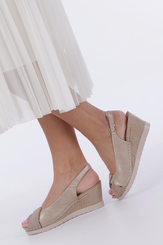 Beżowe sandały na koturnie Casu W19X13/B kolor beżowy