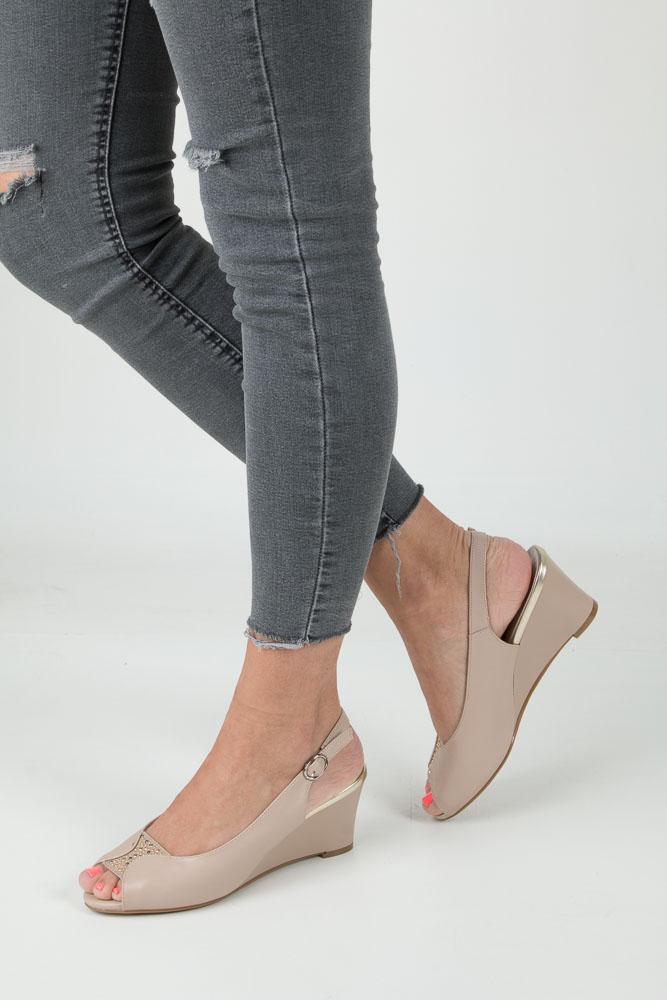 Beżowe sandały na koturnie z ozdobnymi kryształkami Jezzi SA73-5 beżowy
