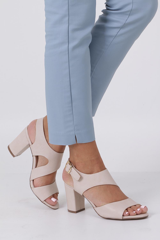 Beżowe sandały na słupku z odkrytymi palcami skórzana wkładka Casu R19X6/BE producent Casu