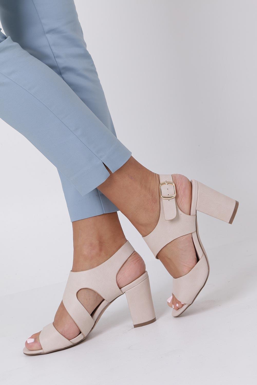 Beżowe sandały na słupku z odkrytymi palcami skórzana wkładka Casu R19X6/BE sezon Lato