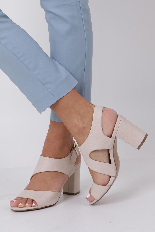 Beżowe sandały na słupku z odkrytymi palcami skórzana wkładka Casu R19X6/BE kolor beżowy