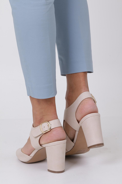 Beżowe sandały na słupku z odkrytymi palcami skórzana wkładka Casu R19X6/BE wysokosc_obcasa 8 cm