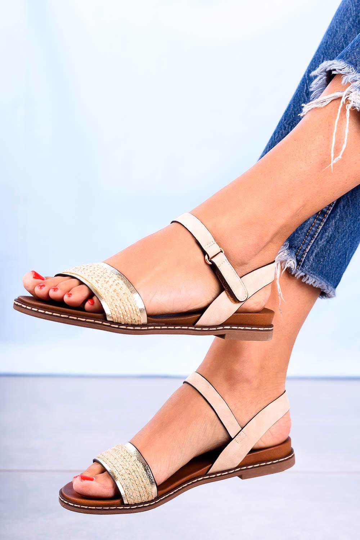 Beżowe sandały płaskie z błyszczącym paskiem Casu K20X2/BE producent Casu