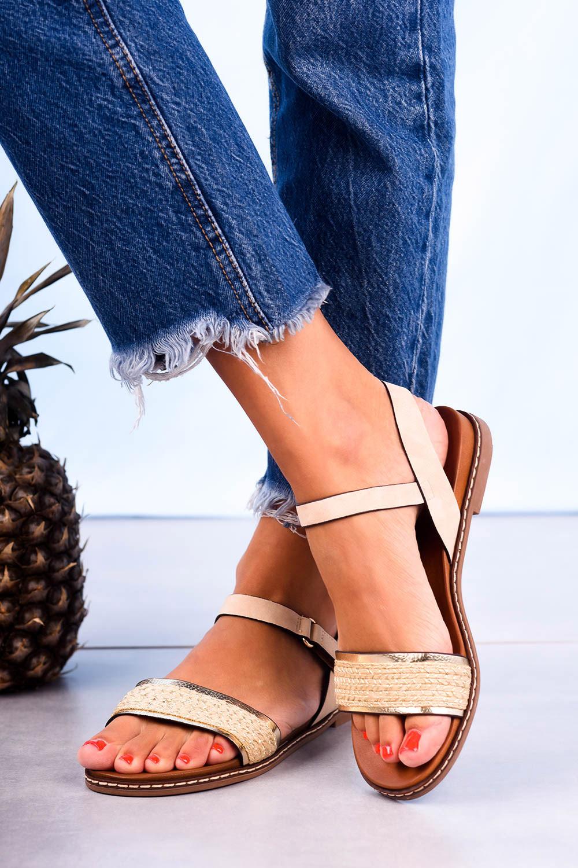 Beżowe sandały płaskie z błyszczącym paskiem Casu K20X2/BE model K20X2/BE