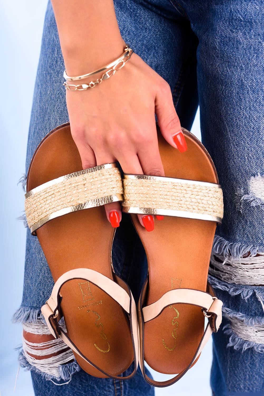 Beżowe sandały płaskie z błyszczącym paskiem Casu K20X2/BE sezon Lato