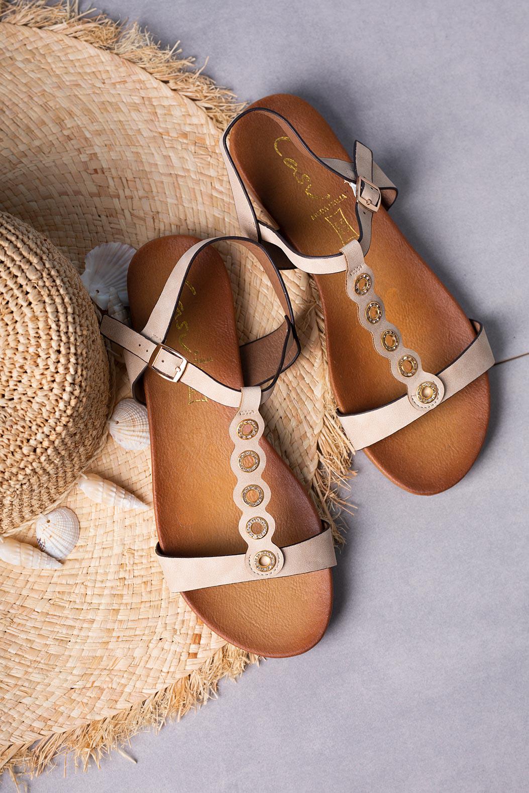 Beżowe sandały płaskie z paskiem przez środek i cyrkoniami Casu K19X10/BE