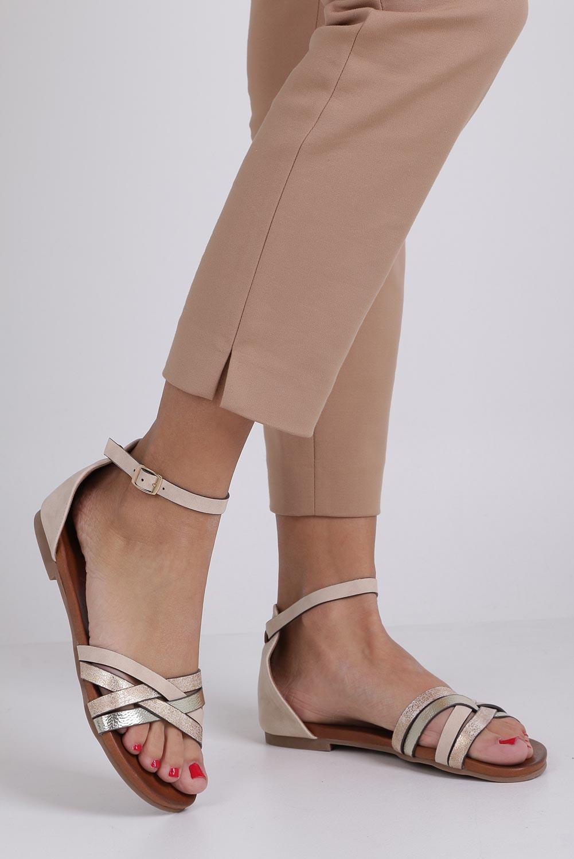 Beżowe sandały płaskie z zakrytą piętą i paskiem wokół kostki Casu K18X9/BE sezon Lato