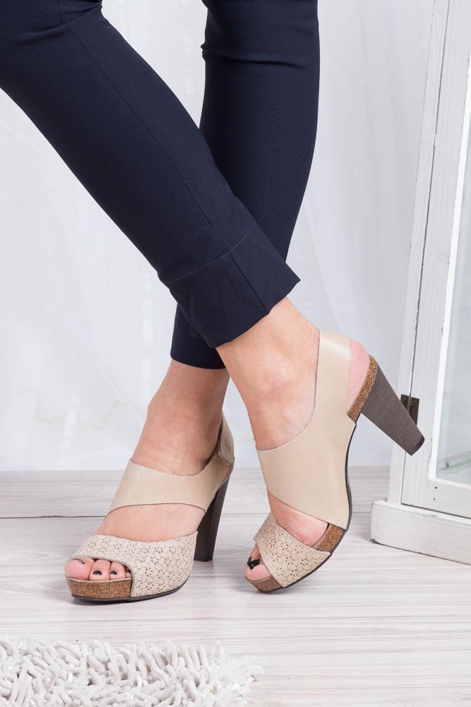 Beżowe sandały skórzane na słupku Nessi 42103 wnetrze skóra