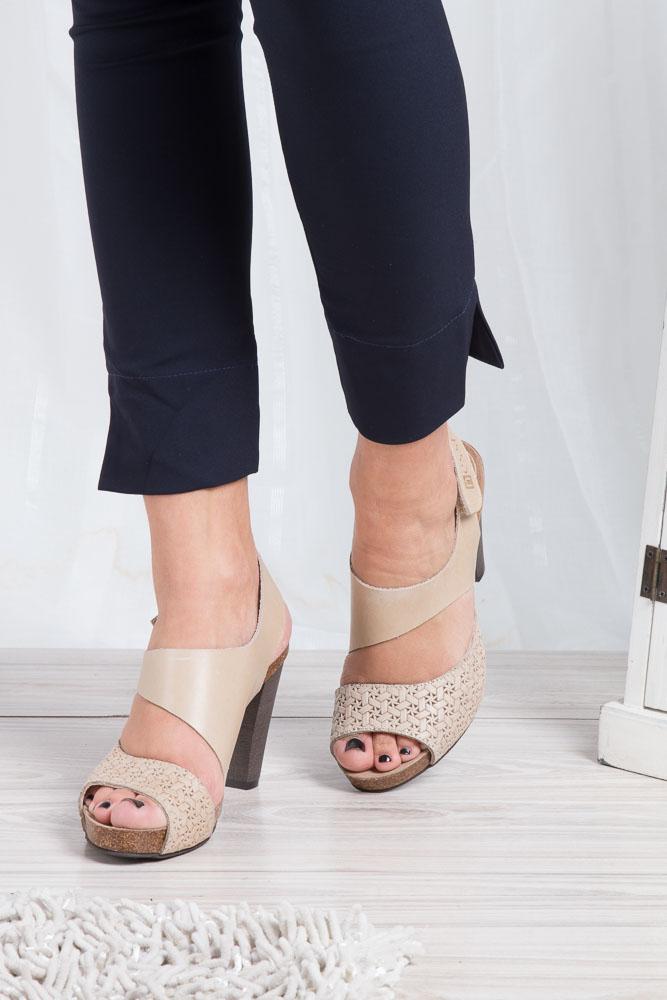 Beżowe sandały skórzane na słupku Nessi 42103 wkladka skóra