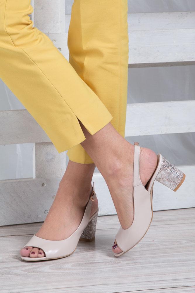Beżowe sandały skórzane z ozdobnym obcasem Casu CAS003 wnetrze skóra