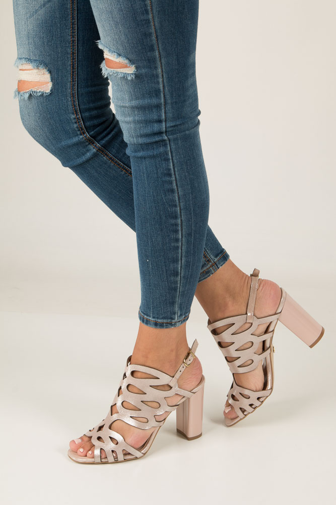 Beżowe sandały skórzane zabudowane ażurowe na obcasie Kordel 1701