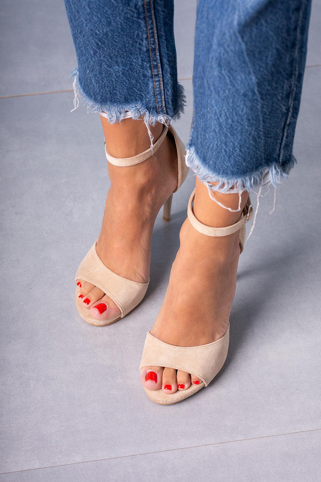 Beżowe sandały szpilki z zakrytą piętą i paskiem wokół kostki Casu 1590/1 model 1590/1