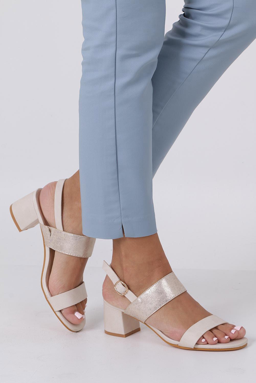 Beżowe sandały z paskiem błyszczącym na niskim obcasie skórzana wkładka Casu E19X2/BE sezon Lato