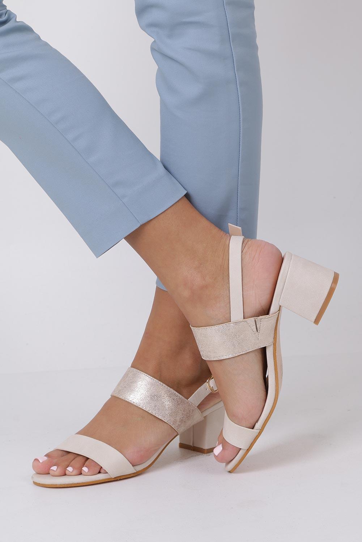 Beżowe sandały z paskiem błyszczącym na niskim obcasie skórzana wkładka Casu E19X2/BE kolor jasny beżowy