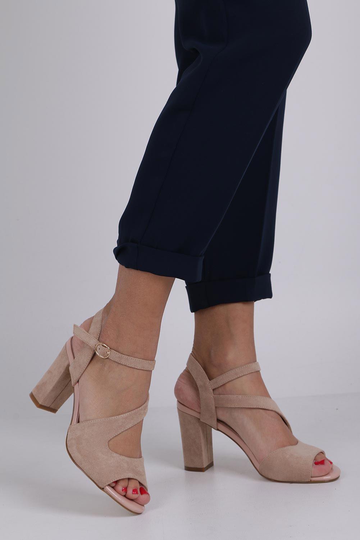 Beżowe sandały z paskiem przez środek na szerokim słupku Sergio Leone SK868 producent Sergio Leone